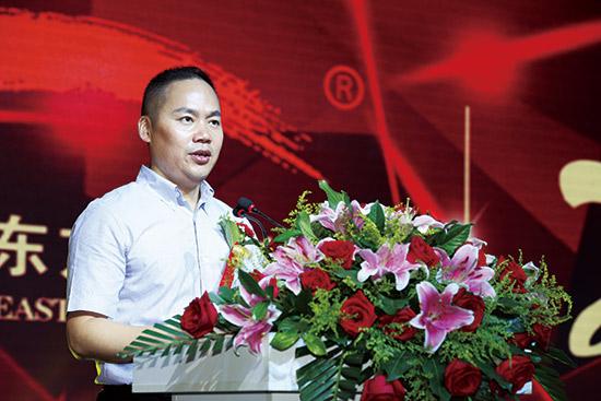 中国东方教育(集团)常务副总裁许绍兵为庆典晚会致辞
