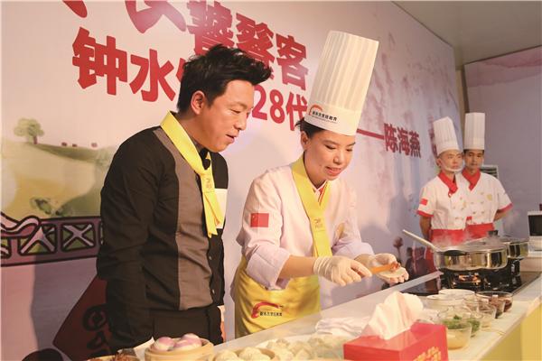 """""""金领大厨""""黄渤正式上线 秀厨艺烹制幸福味道"""
